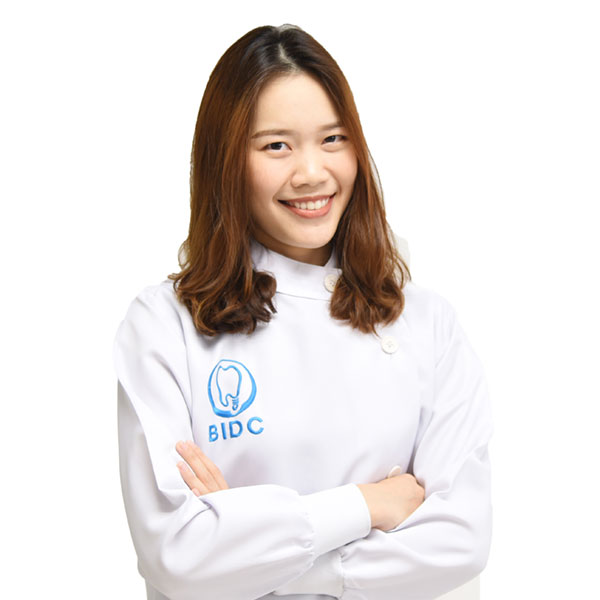 ทันตแพทย์หญิง ตวงกมล นพมณีไพศาล bangkok dentist